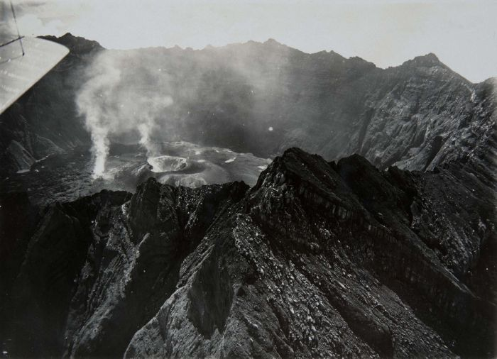 Raung - le survol du cratère - photo archives COLLECTIE  TROPENMUSEUM 1913