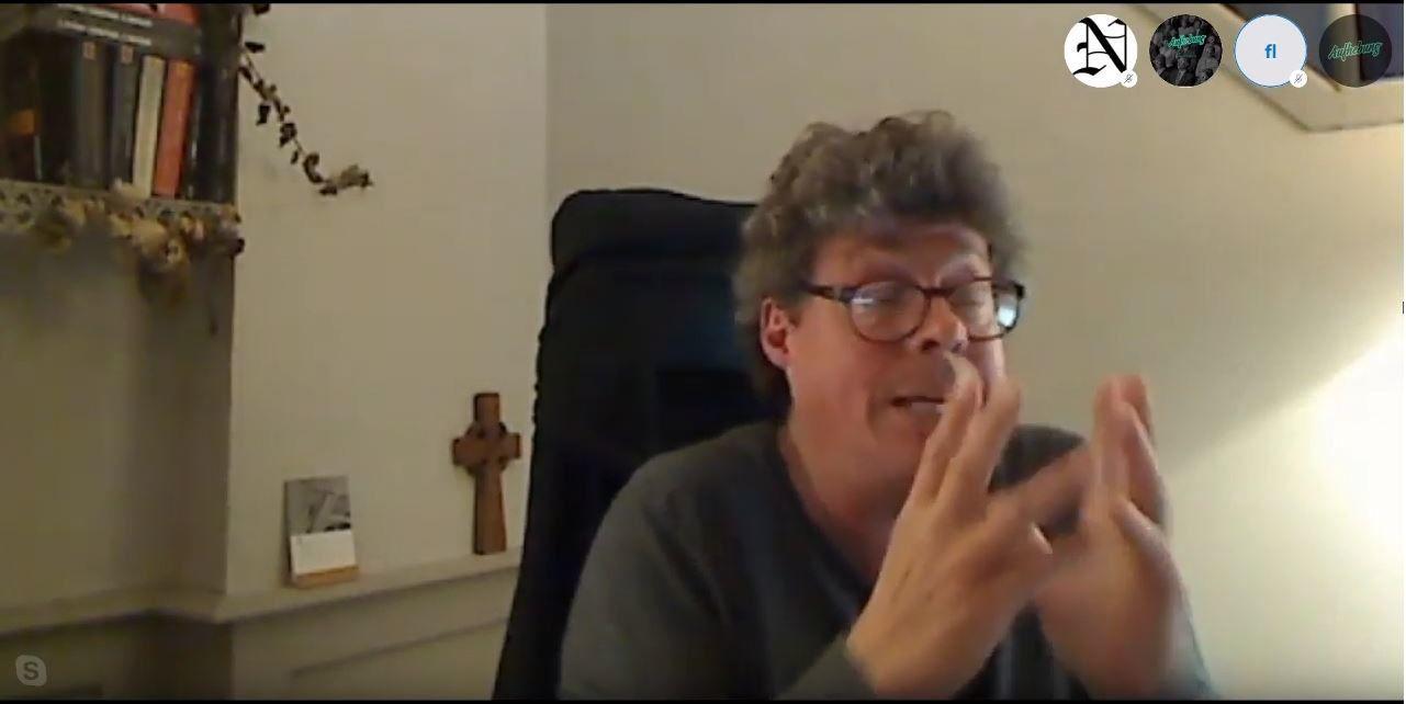 Francis Cousin et sa croix christique, il ne manque plus que Michel Onfray et son crâne humain !