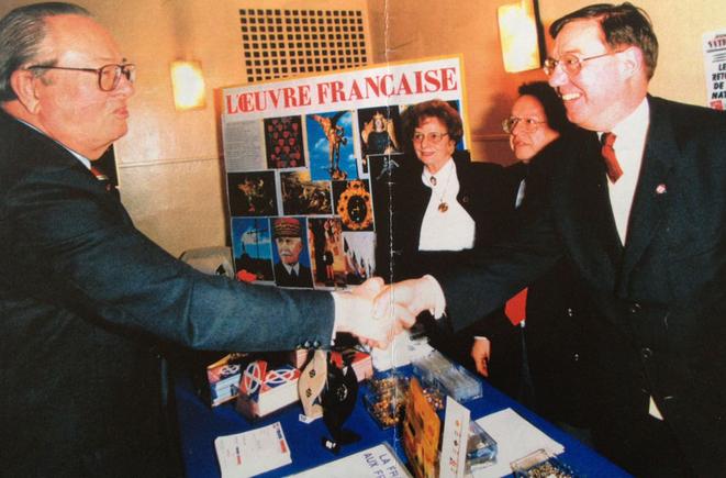 Jean-Marie Le Pen et Pierre Sidos, en 1994.© dr