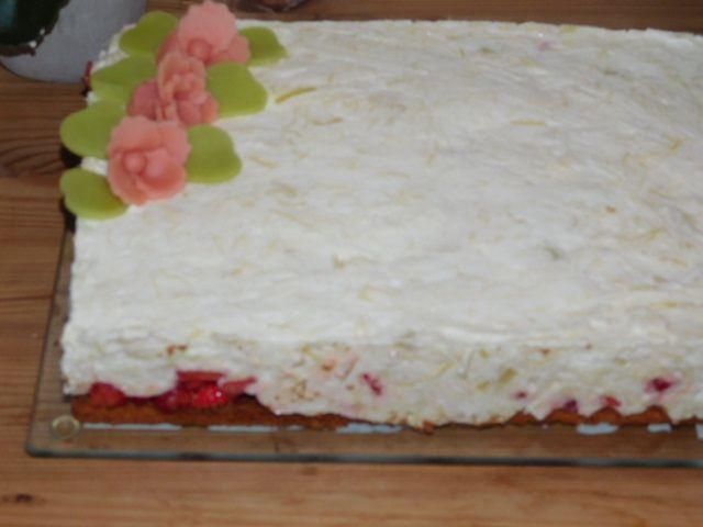 Entremets fraises-rhubarbe.