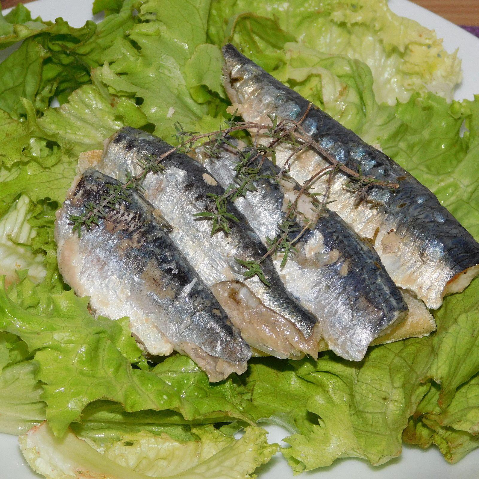 Sardines au thym et au citron cuites au four.