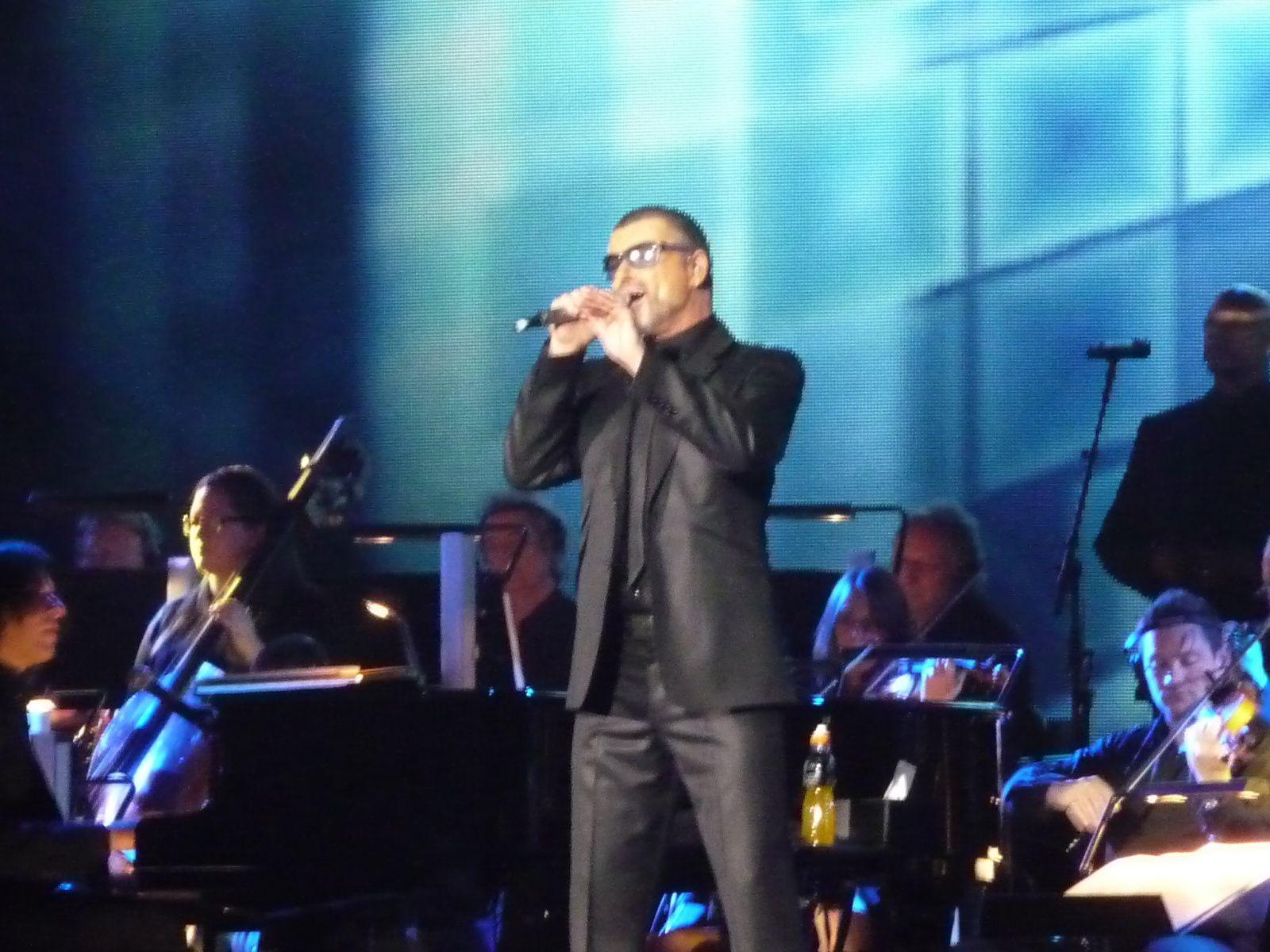 Pour Nikos Aliagas 2015 c'est George Michael !!