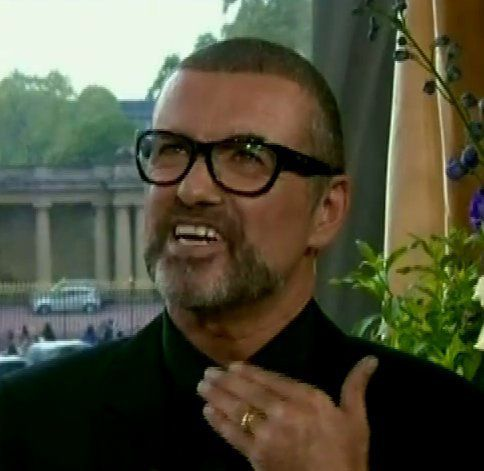 Lorsque George Michael met sa contribution dans la corbeille des mariés !!