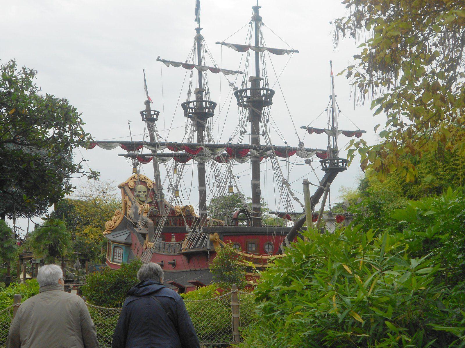 un bateau pirate  a la bordage!!!!!!!!!!!!!!!!!