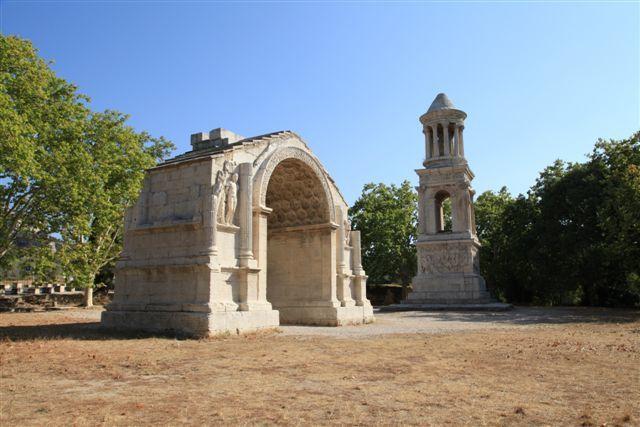 Saint-Rémy de Provence, arc de triomphe et le mausolée des Jules