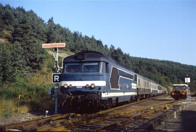 La Bastide Saint-Laurent : la BB 67458 en tête du train de nuit Paris - Nîmes (21 août 1992)