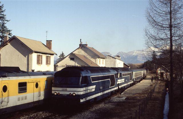 Clelles Mens : la BB 67534 en tête d'une rame vide en provenance de Briançon (février 1993)