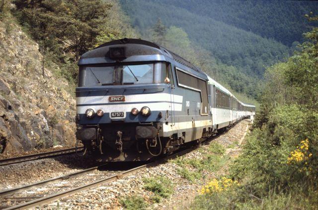 Les Sauvages : la BB 67473 en tête du train Lyon - Nantes (31 mai 1991)