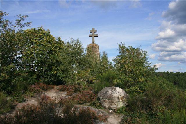 Le Pignon des Maquisards et sa croix de Lorraine