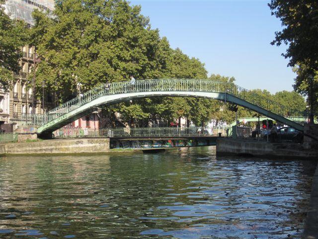 Le pont tournant de la rue Dieu et la passerelle Alibert