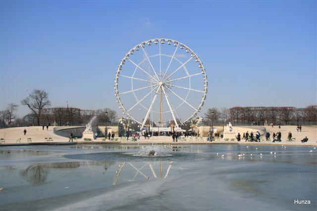 Le grand bassin octogonal gelé et la grande roue