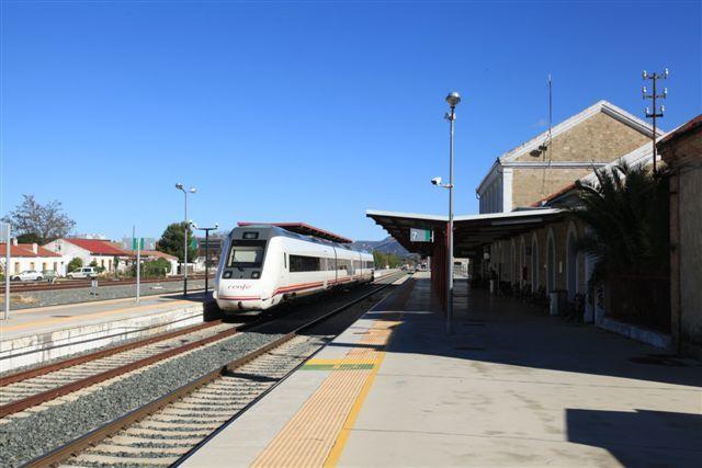 Train automoteur de la Renfe (série 598) en gare de Ronda (5 décembre 2014)