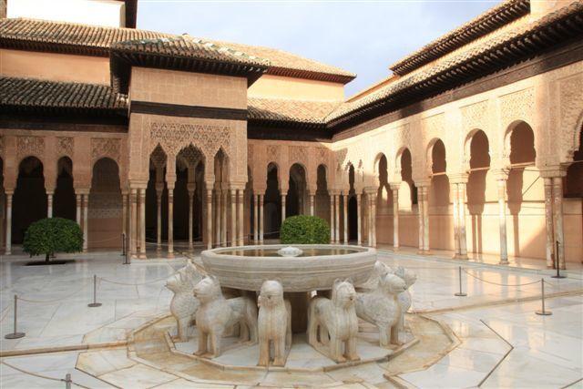 L'Alhambra : la cour des Lions