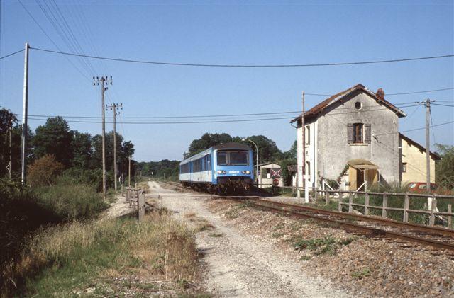 Autorail X 4334 à Montigny les Monts