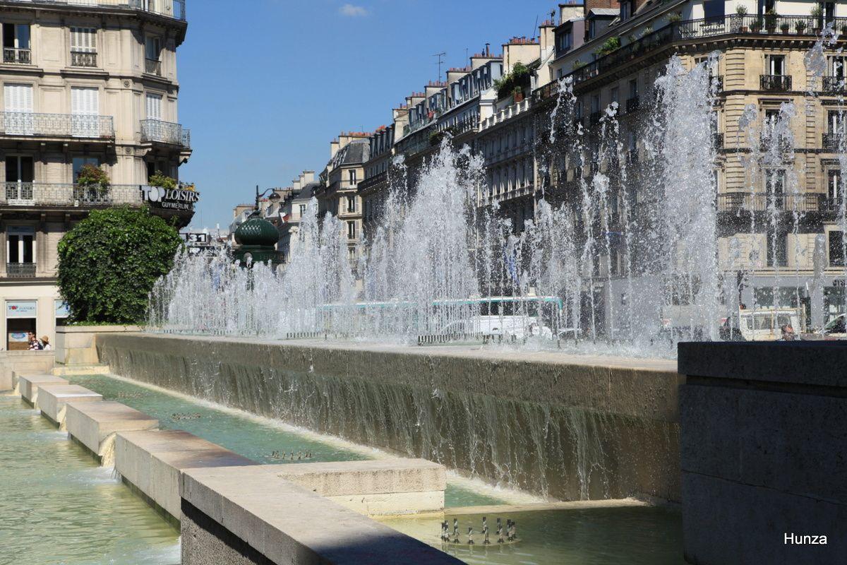 Paris, fontaine de la place de l'Hôtel de Ville