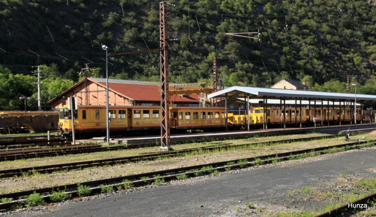 Le train jaune en gare de Villefranche de Conflent