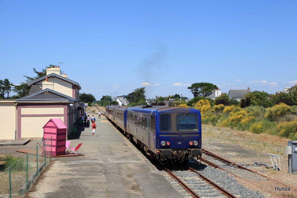 Quiberon : départ du Tire Bouchon avec l' X 2137 à destination d'Auray (3 juillet 2014)