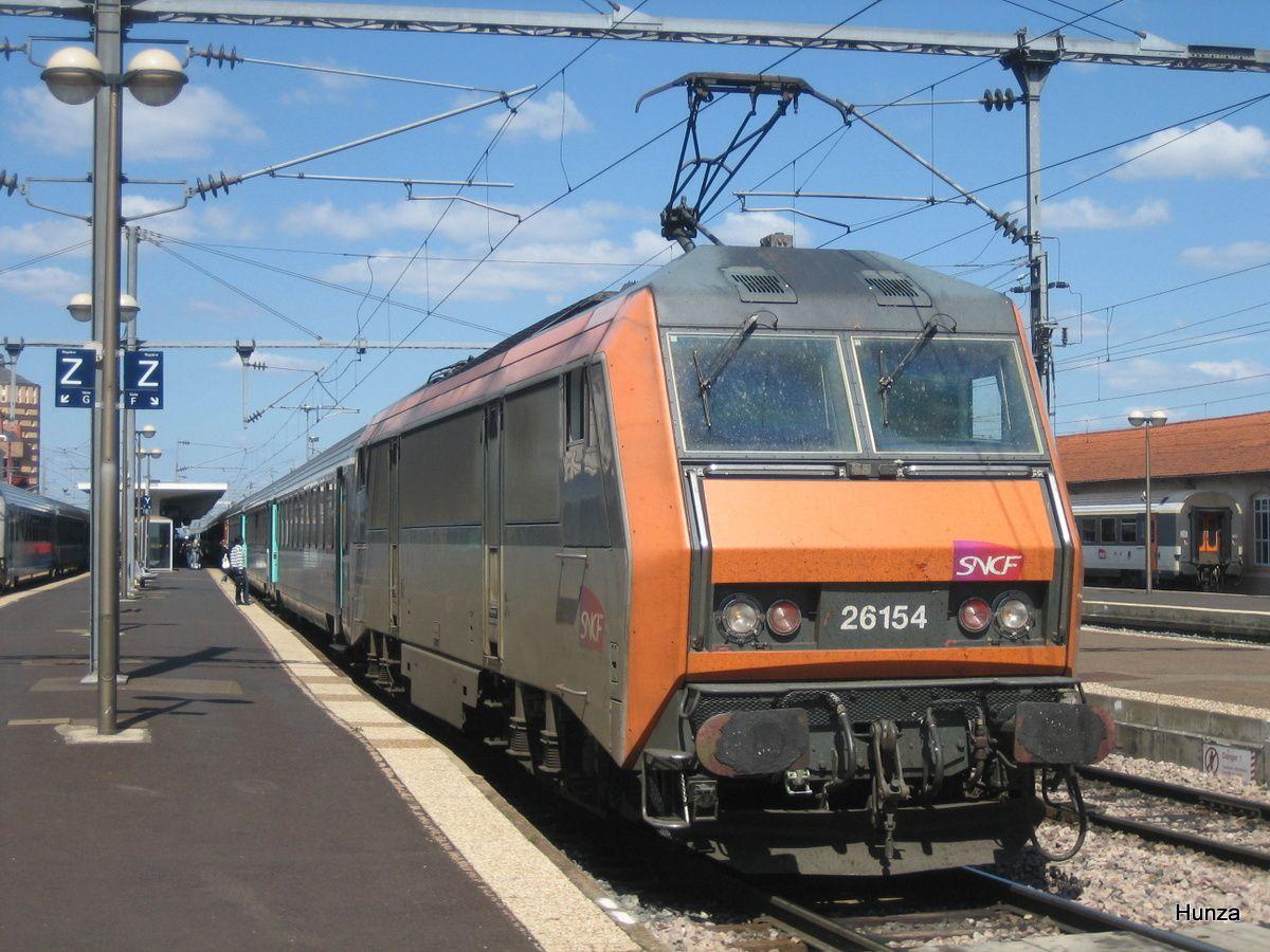 Clermont Ferrand : arrivée de l'Intercités en provenance de Paris avec la BB 26154 (3 juin 2006)