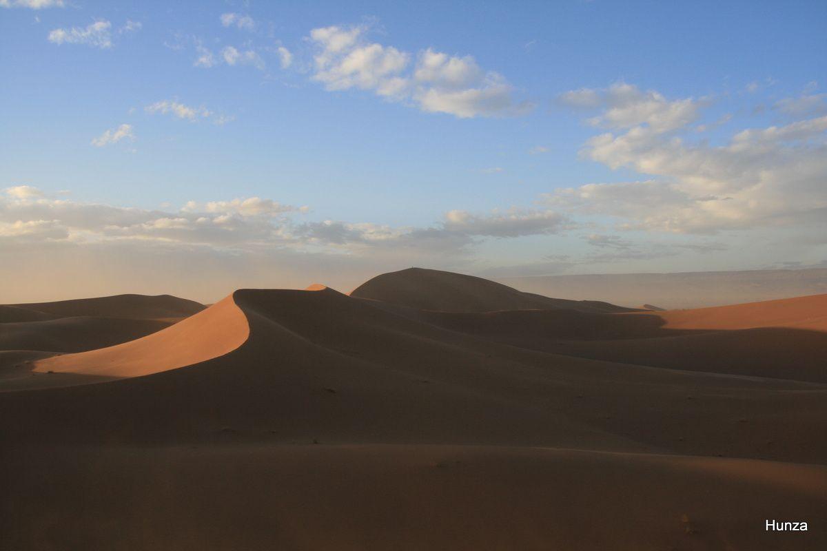 Trek dans les dunes de la vallée du Drâa au Maroc : les ergs Chegaga et Zaher