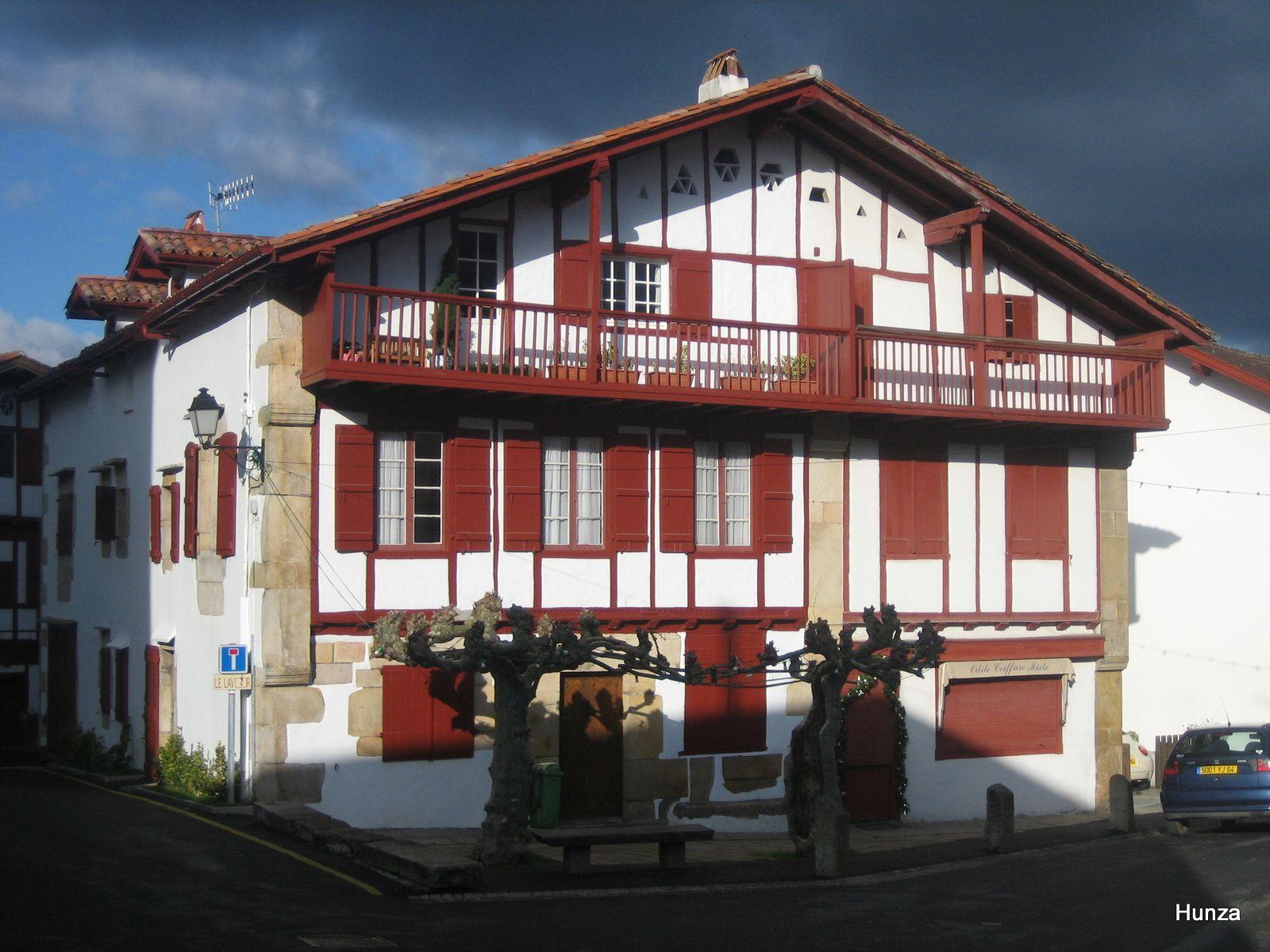 Belle maison près de l'église Saint-Martin à Sare