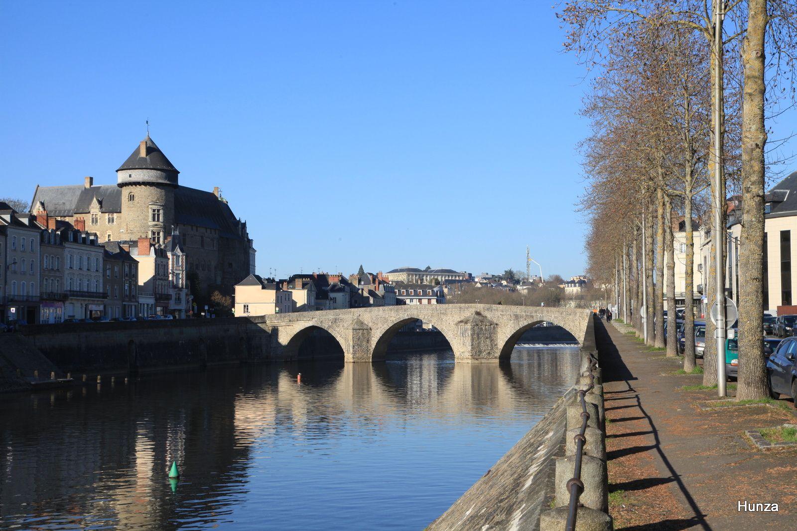Le château et le vieux pont