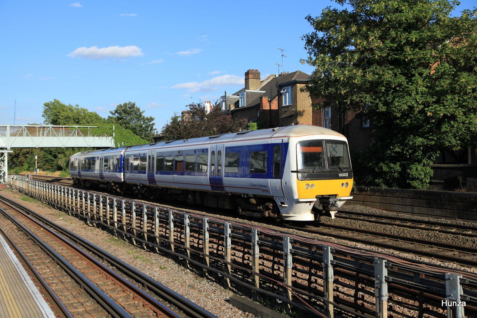 West Hampstead Station : Class 165 n°165 022 en provenance de Marylebonne (6 août 2016)