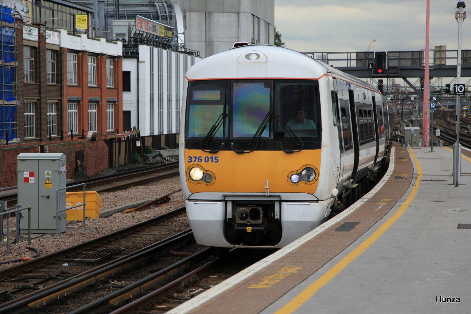 Class 376/0 n°376 014 arrive en gare de London Bridge (27 juillet 2014)