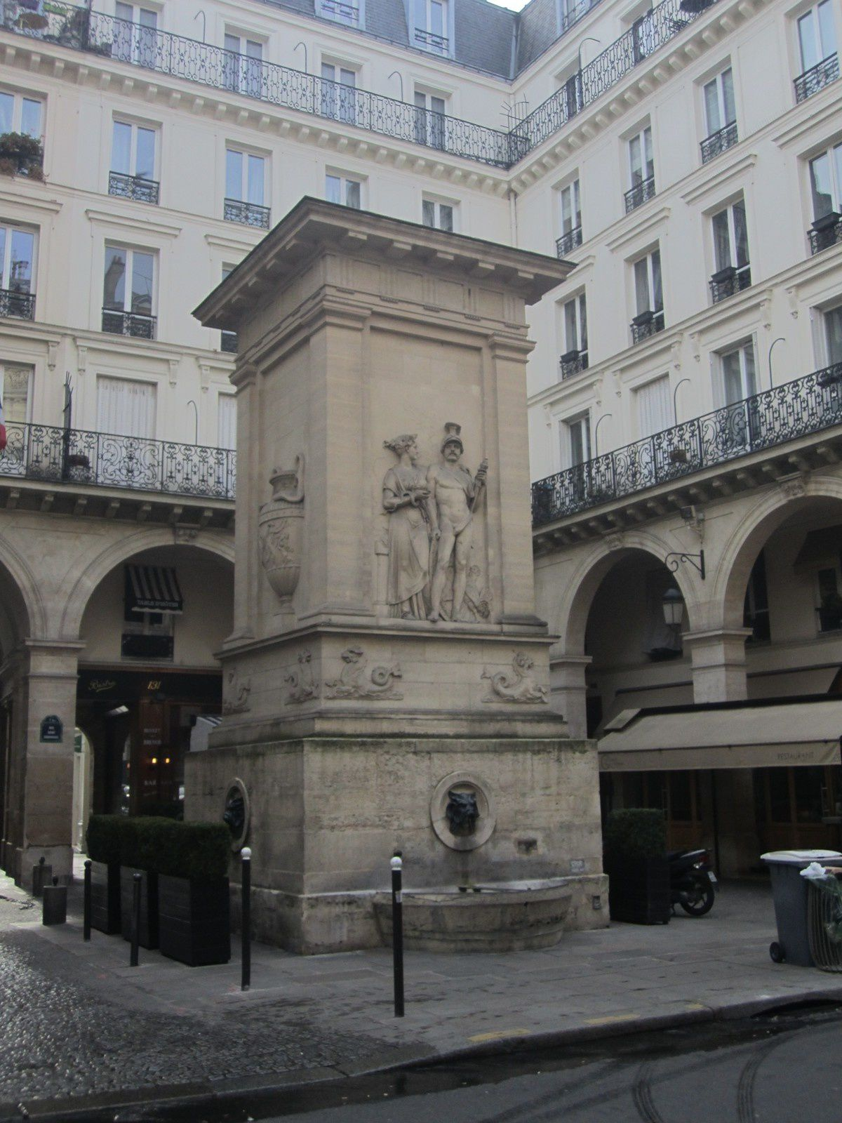 Paris, fontaine de Mars