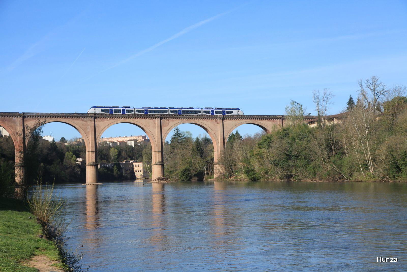Passage du TER n°870050 Toulouse - Carmaux (29 mars 2017)
