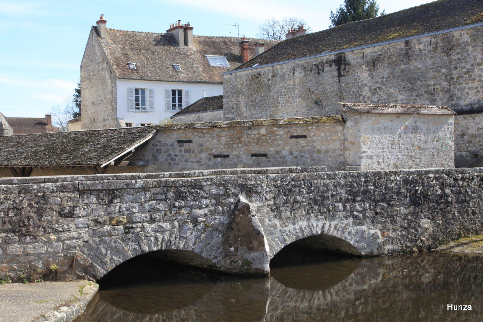 Le pont de la Corne sur l'École.