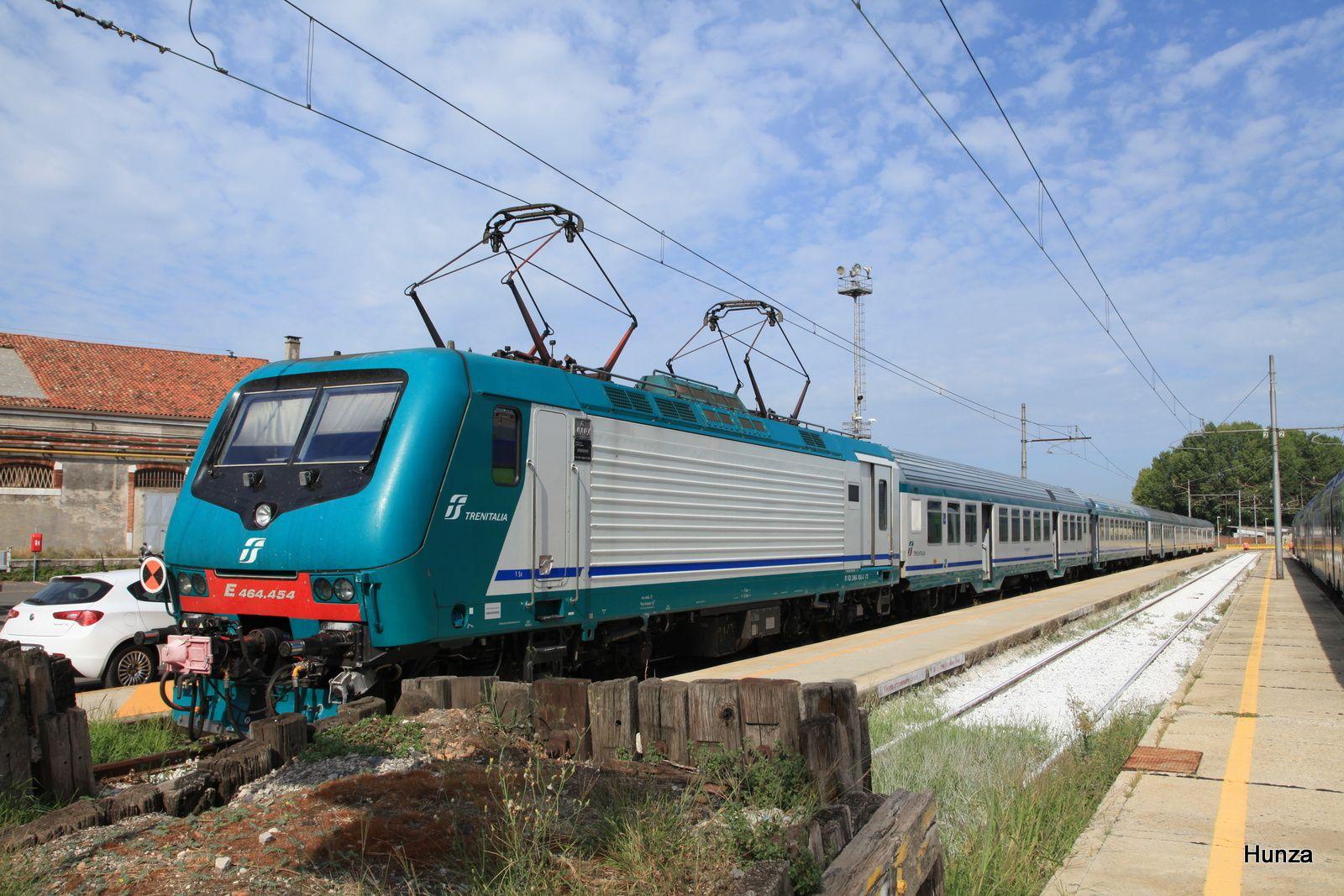 Locomotive électrique E 464 - 454 à Venise Santa Lucia (23 août 2017)