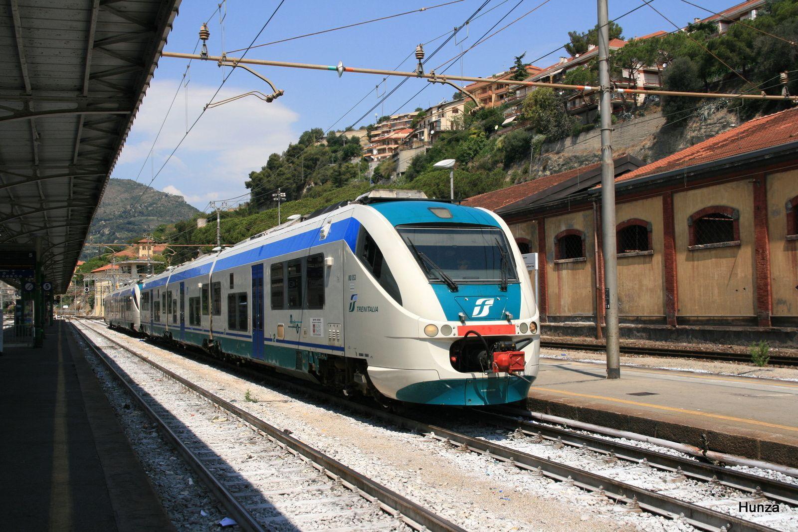 Minuetto à destination de San Remo au départ en gare de Vintimille (24 juillet 2012)