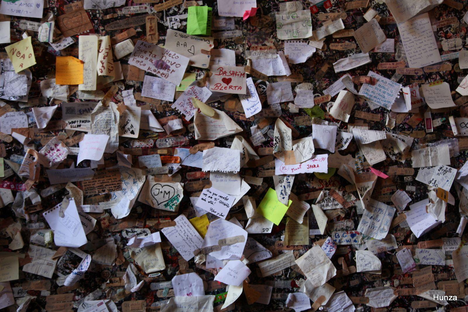 Vœux des amoureux sur les murs