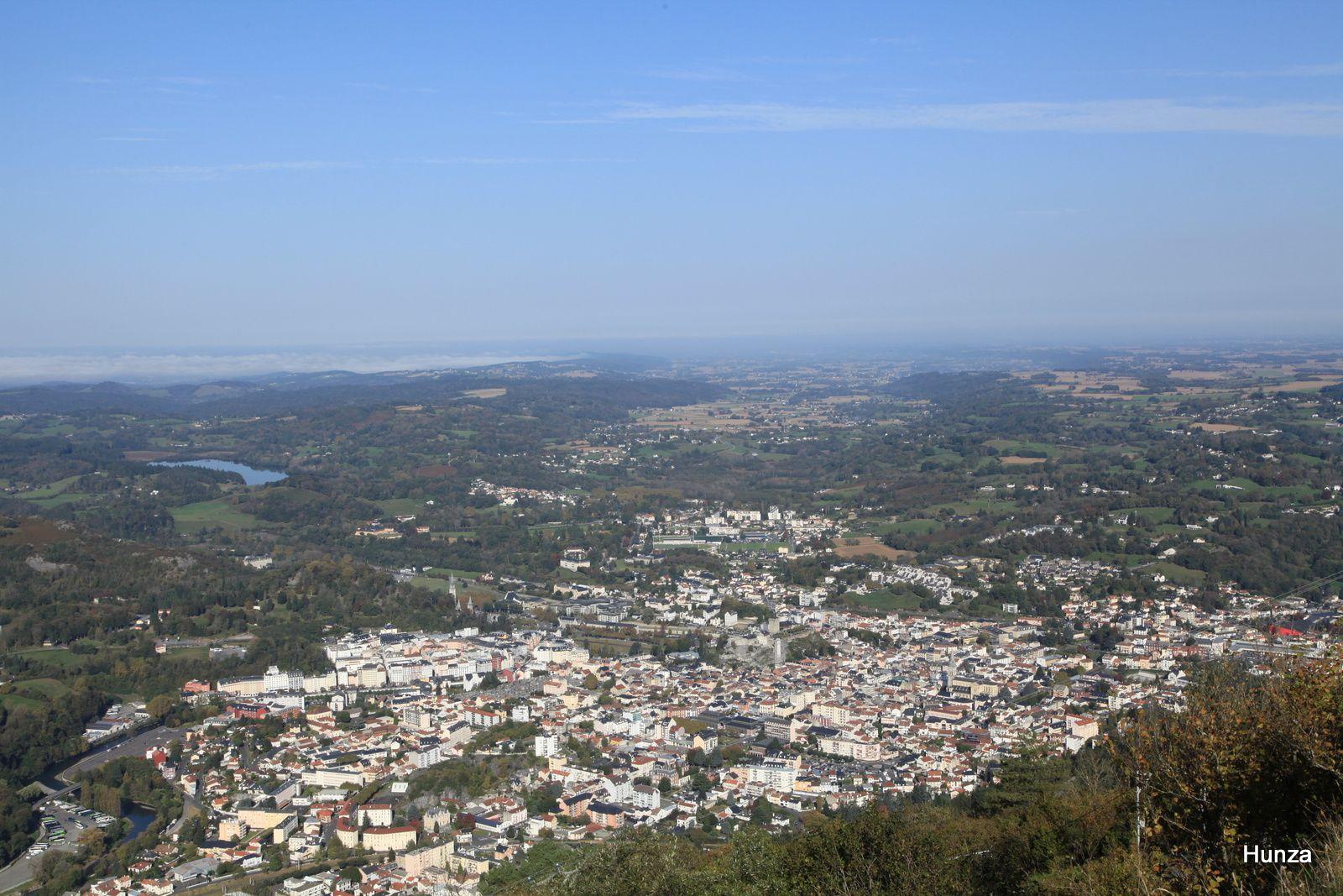 La ville de Lourdes vue depuis le pic du Jer