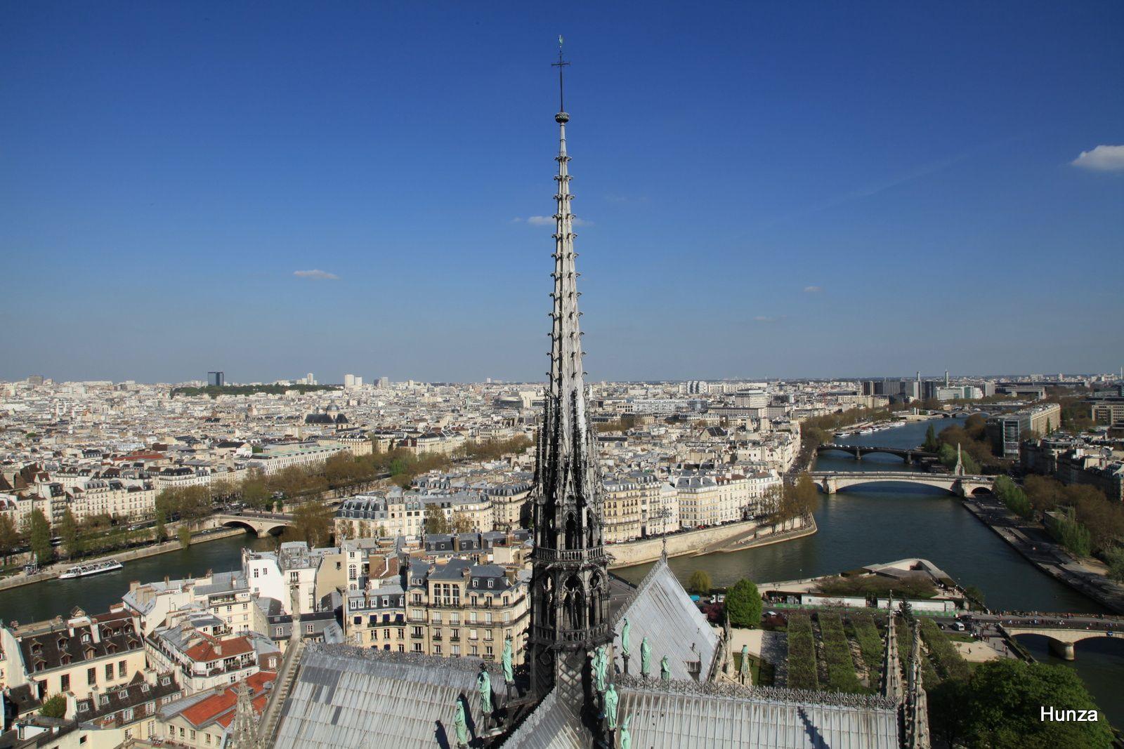 Vers la flèche de Notre Dame