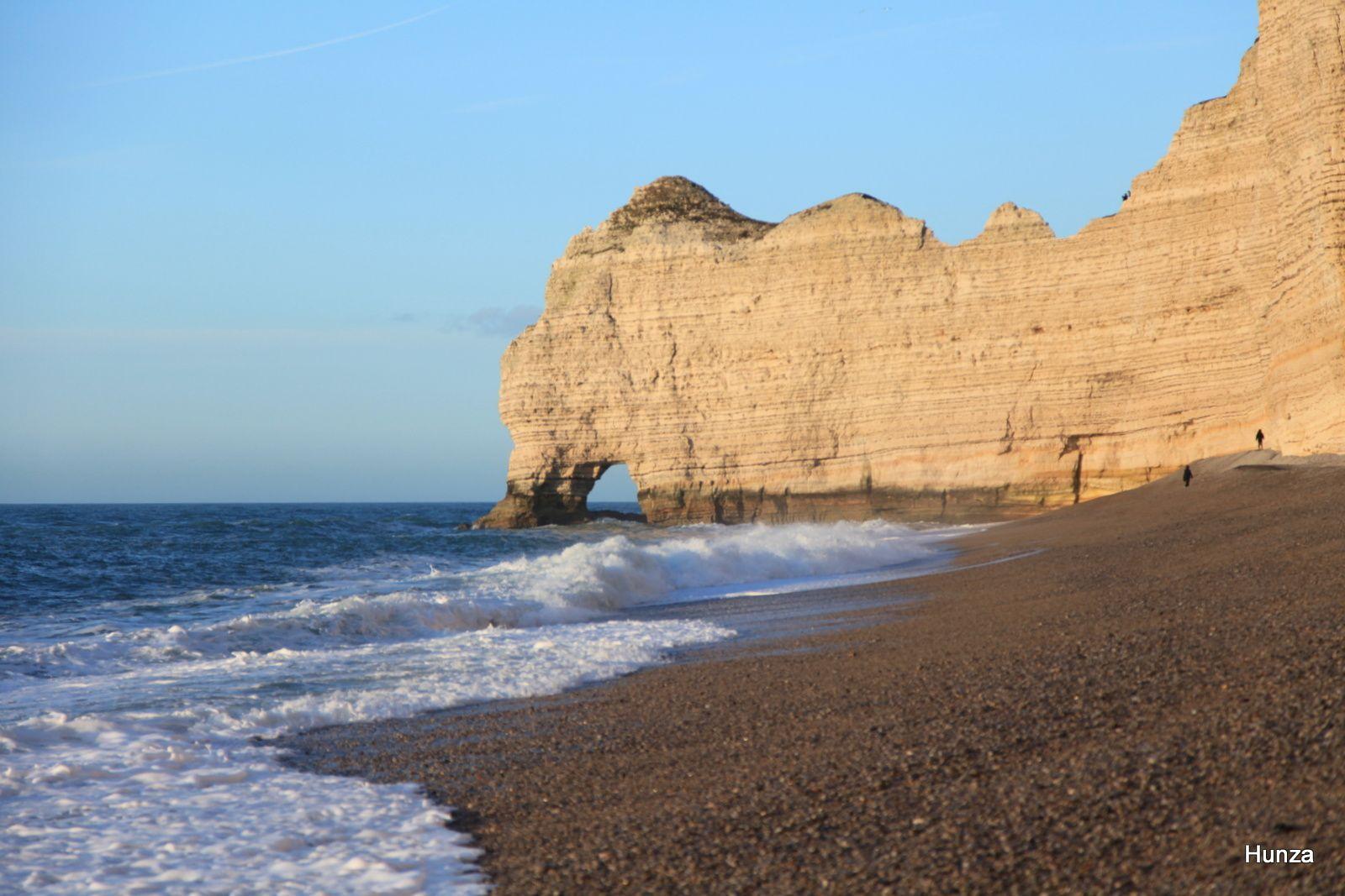 La Porte d'Amont vue depuis la plage d'Etretat