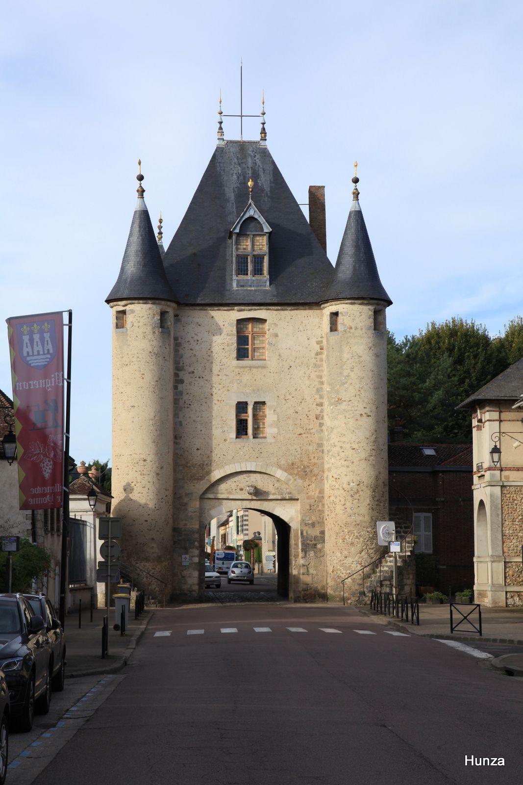 Villeneuve sur Yonne, porte de Sens