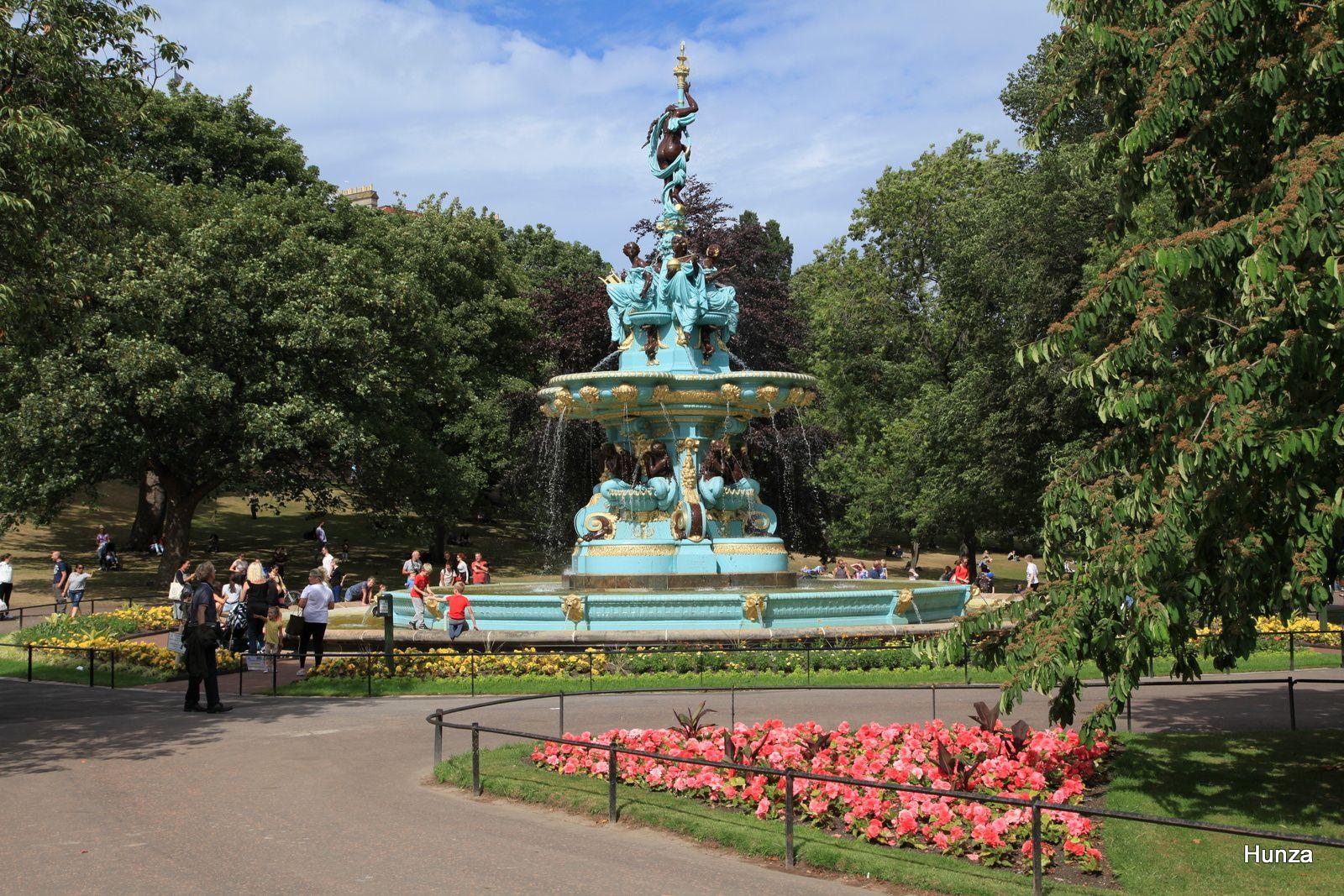 Fontaine de Ross placée dans les jardins en 1872