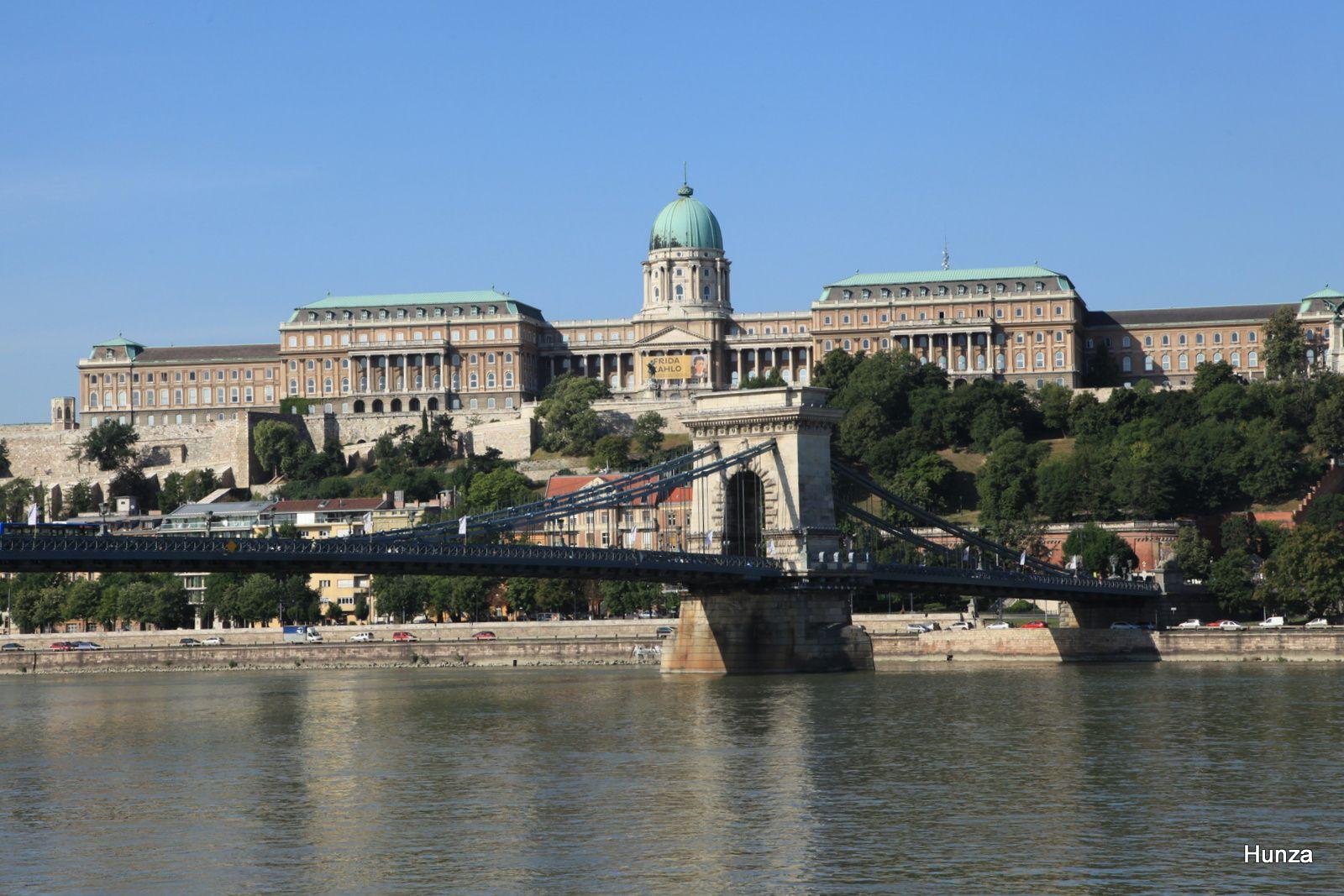 Le palais royal vu depuis la rive côté Pest