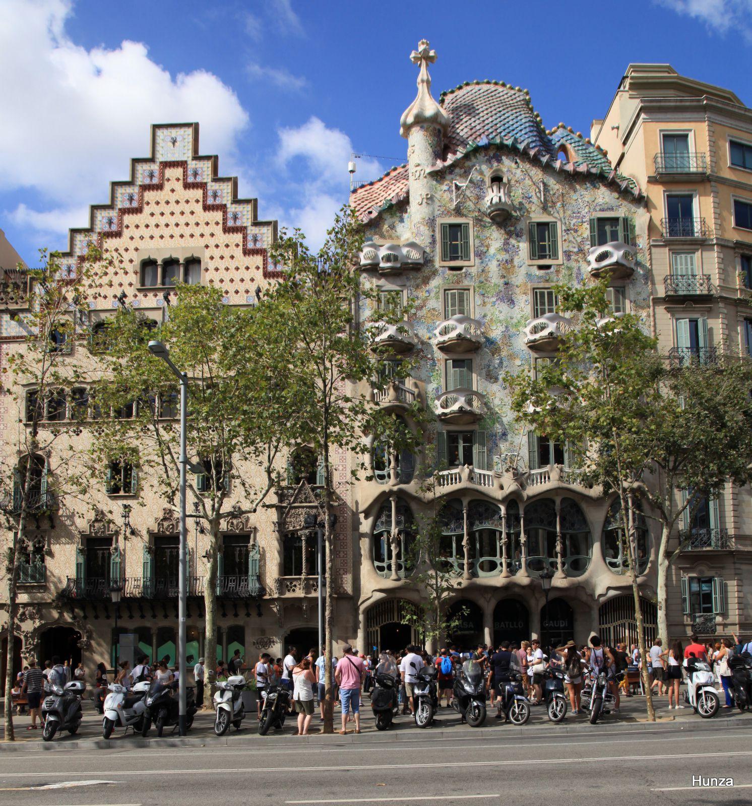 A gauche, la Casa Amatller et, à droite, la casa Batlló
