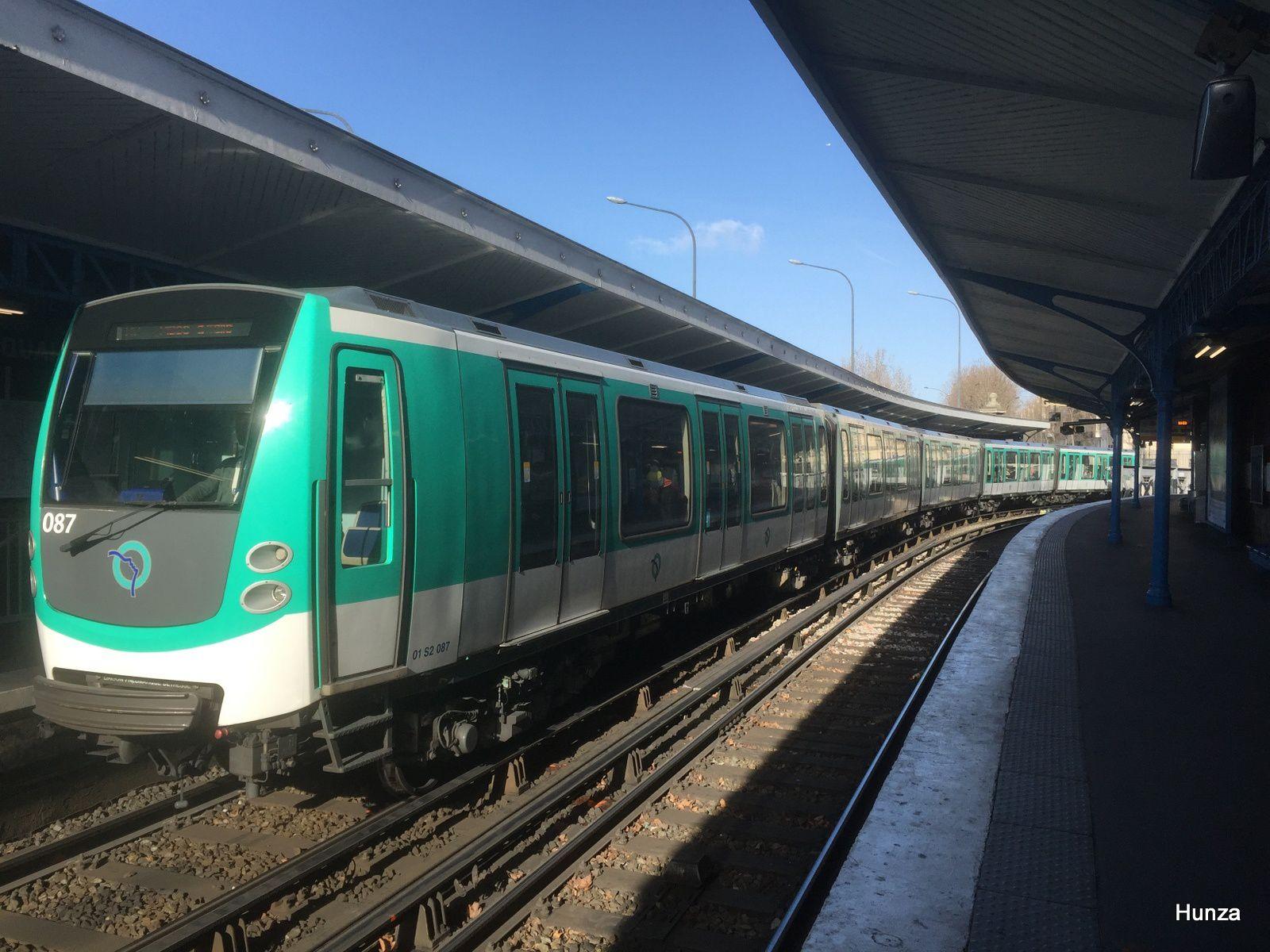 """Rame MF 01 n°87 à la station """"Quai de la Rapée"""" (3 février 2017)"""
