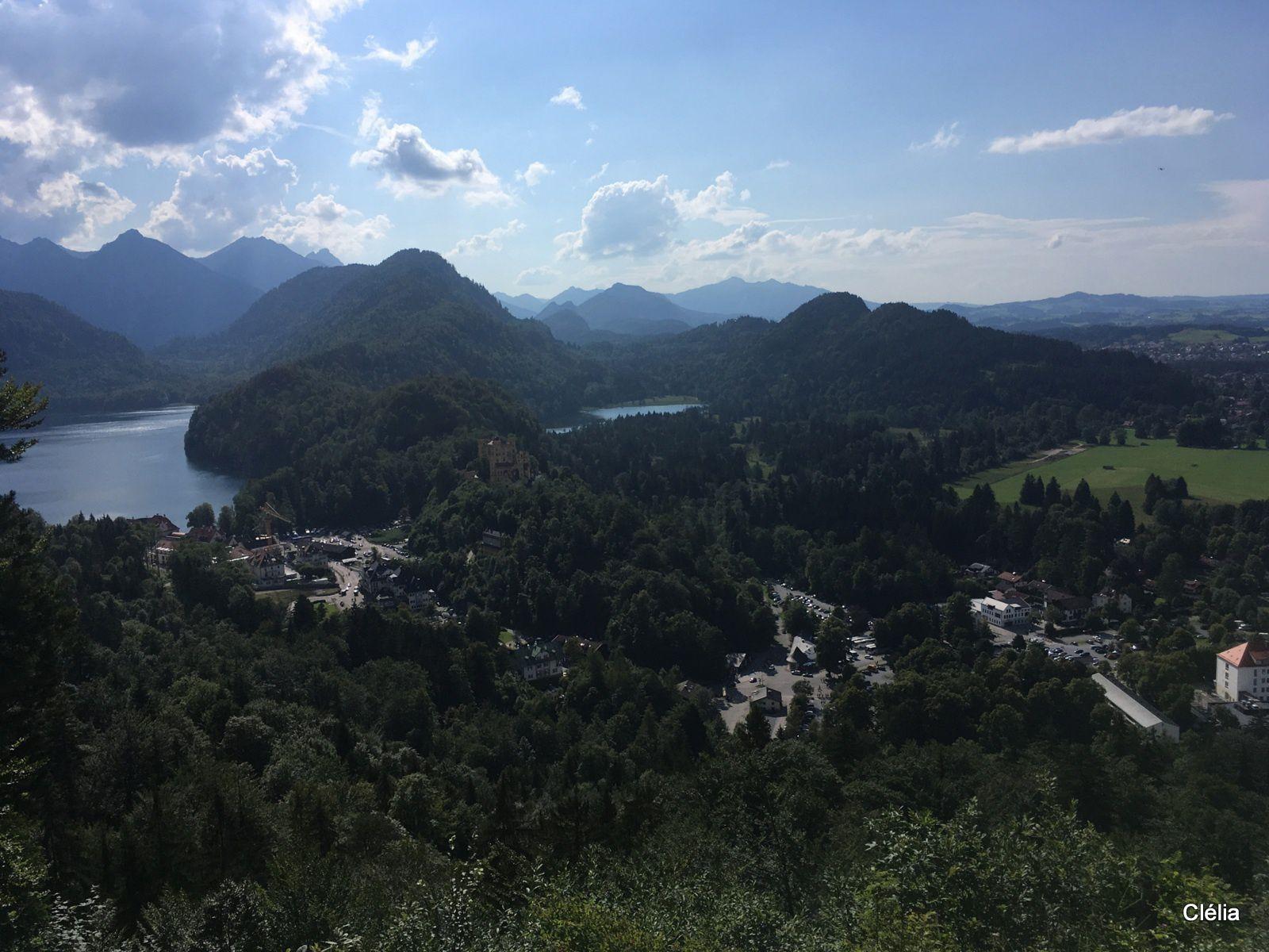 De  gauche à droite : l'Alpsee, le château de Hohenschwangau et le Schwansee