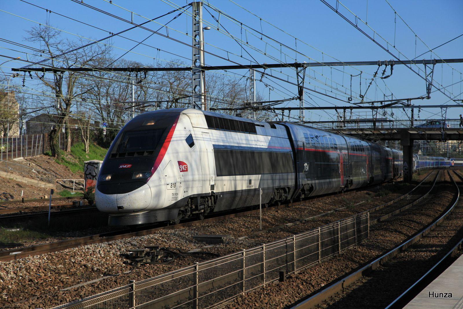 TGV n°6920 Grenoble - Paris à Maisons Alfort-Alfortville (10 avril 2016) - rame n°818 en livrée carmillon