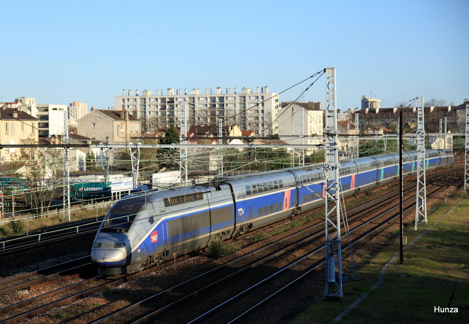 TGV n°6976 Annecy - Paris à Maisons Alfort-Alfortville (10 avril 2016) - rame n°703
