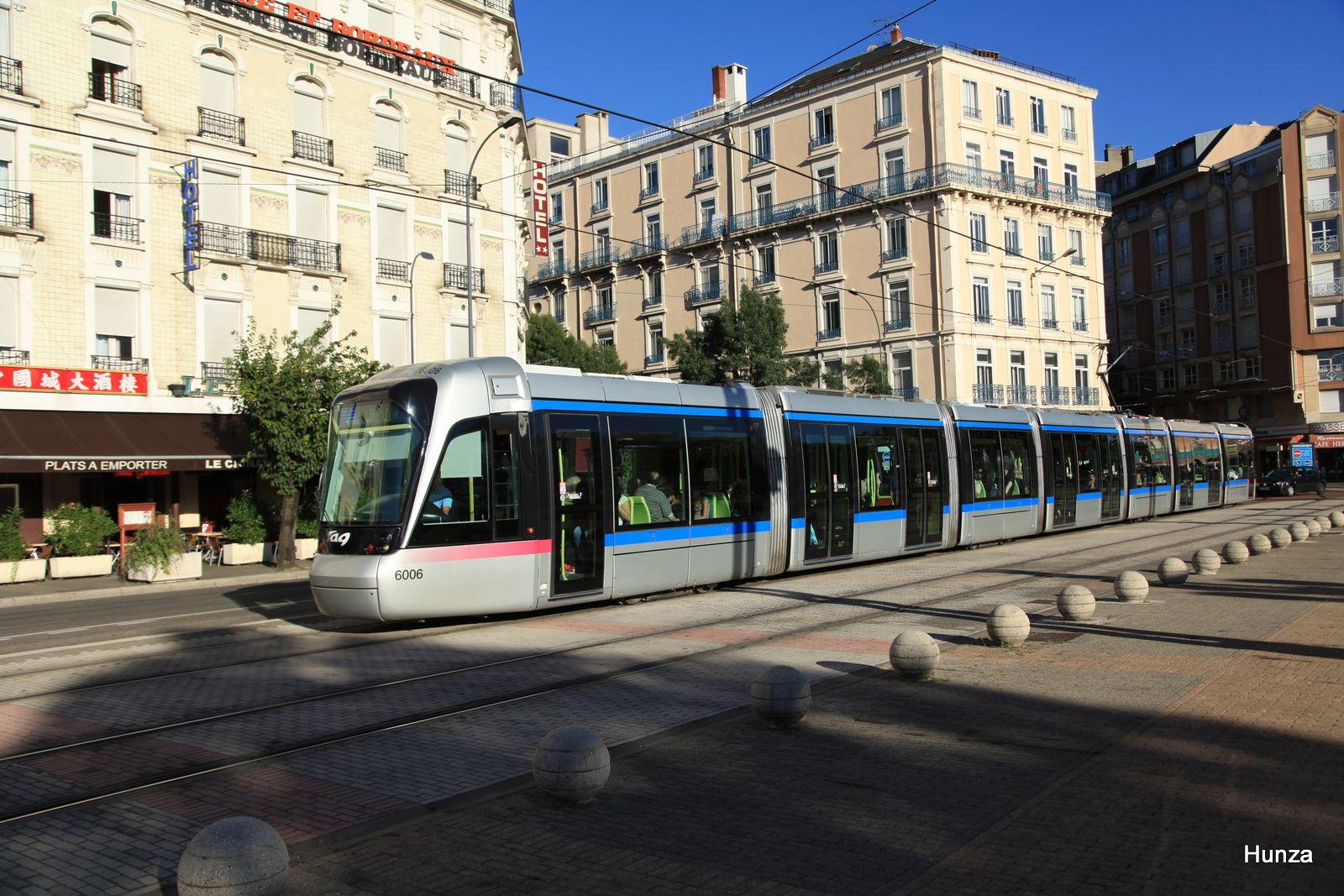Place de la gare SNCF