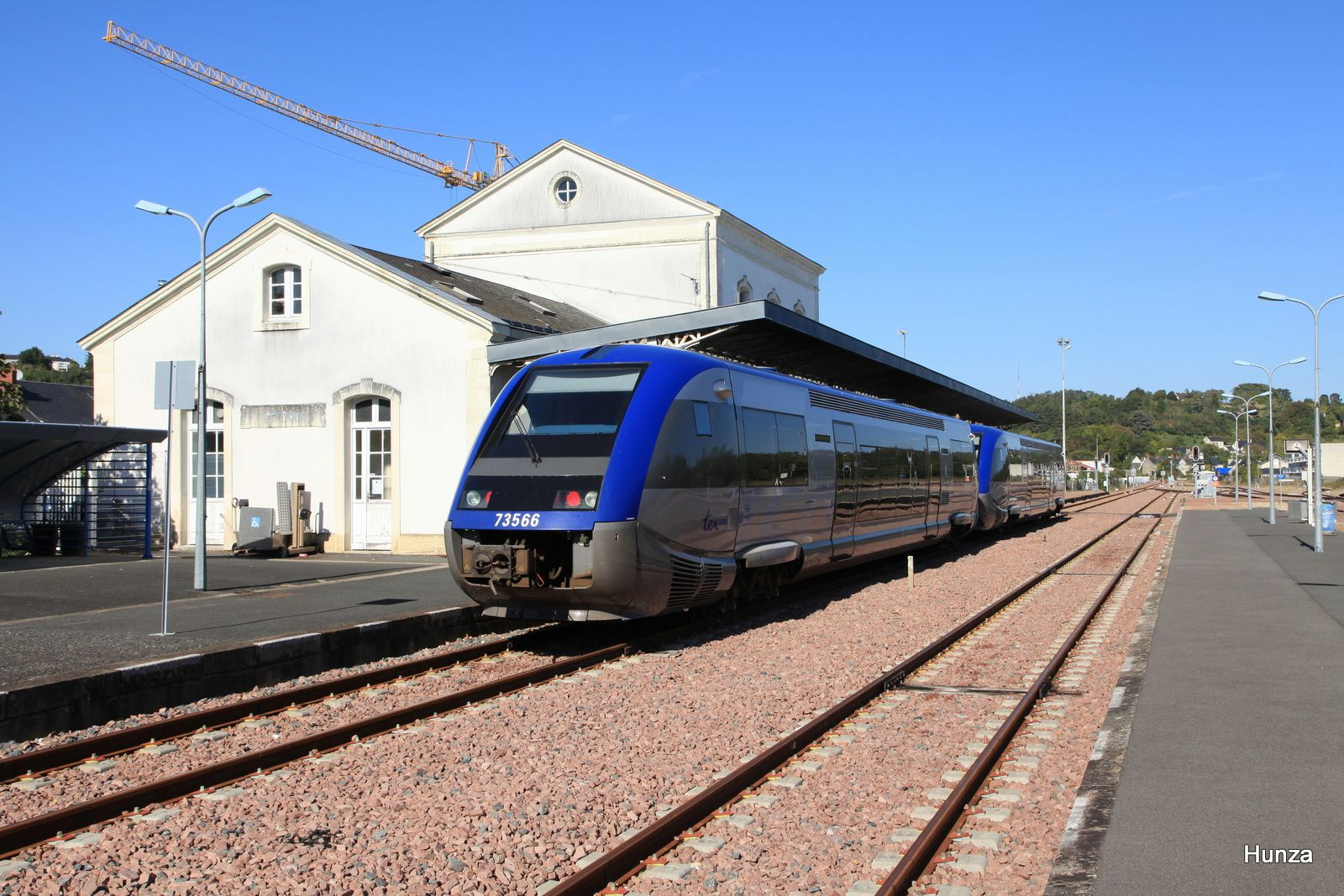Chinon : X 73566 assurant le TER Tours - Chinon n°860317 (29 septembre 2015)