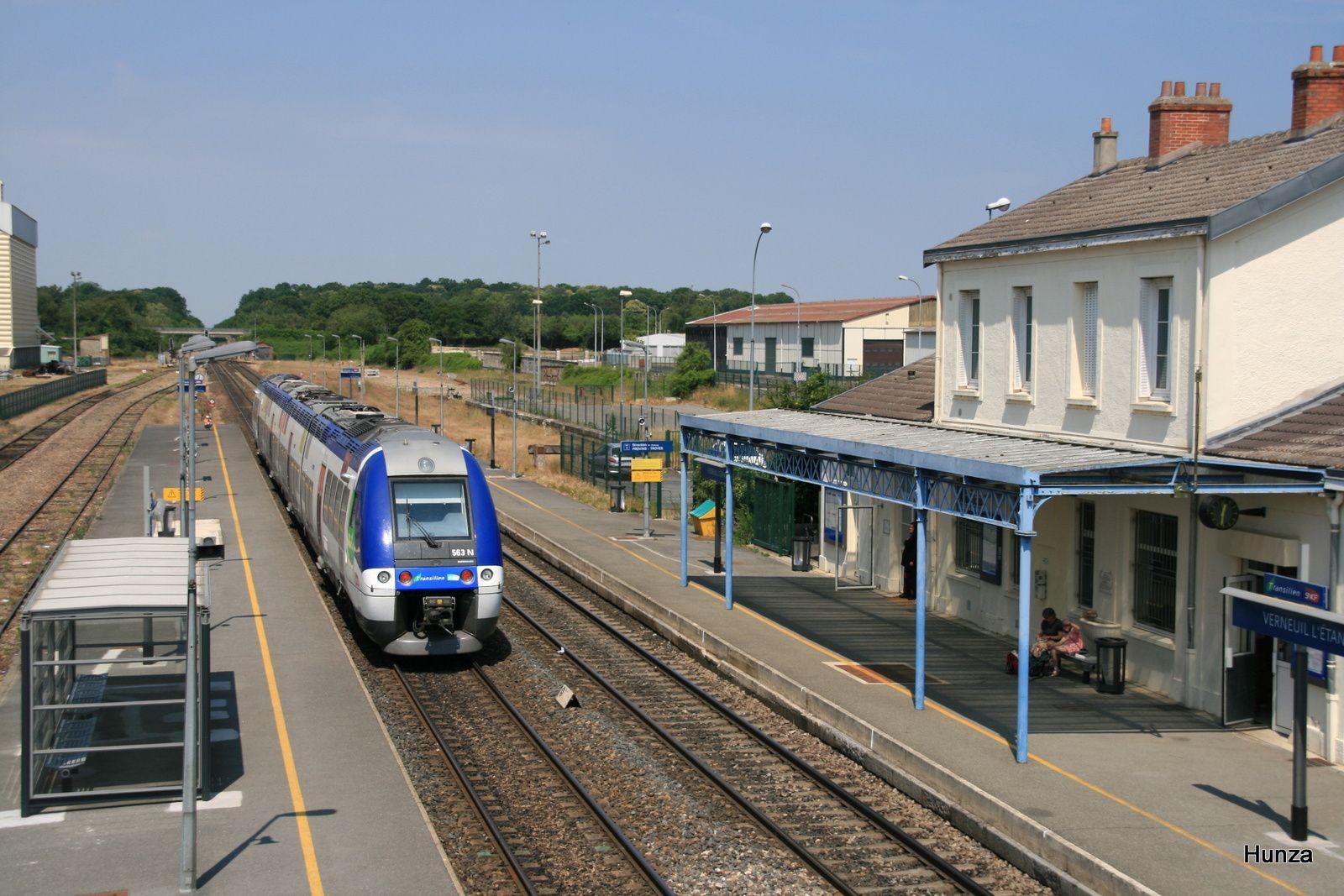 Verneuil l'Etang : départ du Transilien Provins - Paris (4 juin 2011)