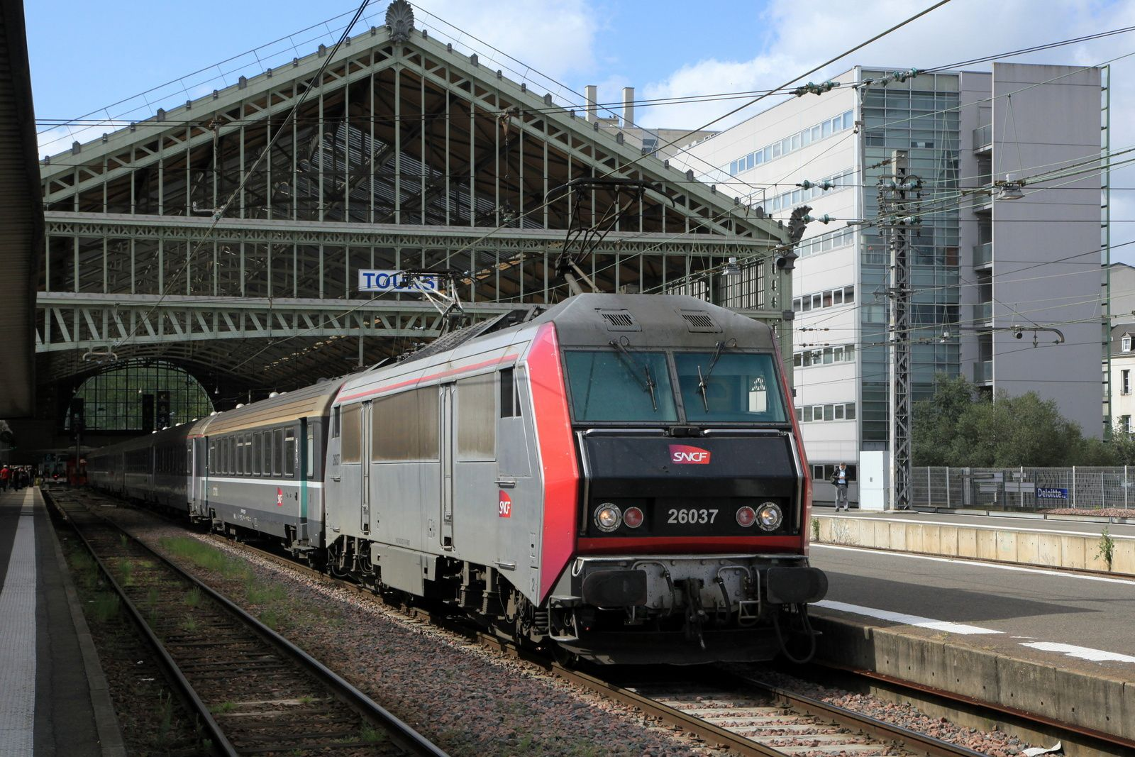Tours : Intercités n°14072 à destination de Paris avec la BB 26037 (27 avril 2018)