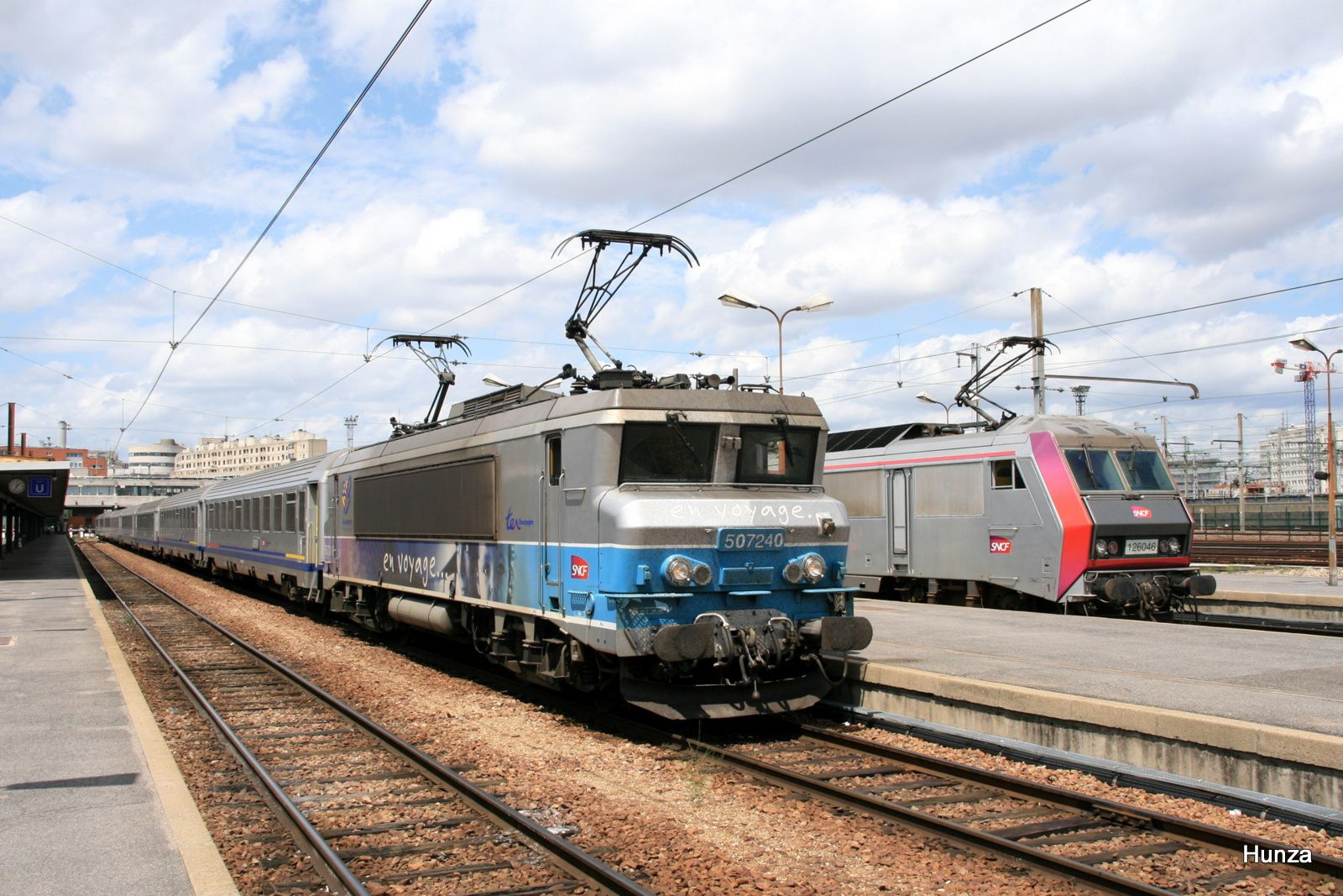 Paris Bercy : BB 7240 en tête du train Intercités Paris - Nevers (30 juin 2012)