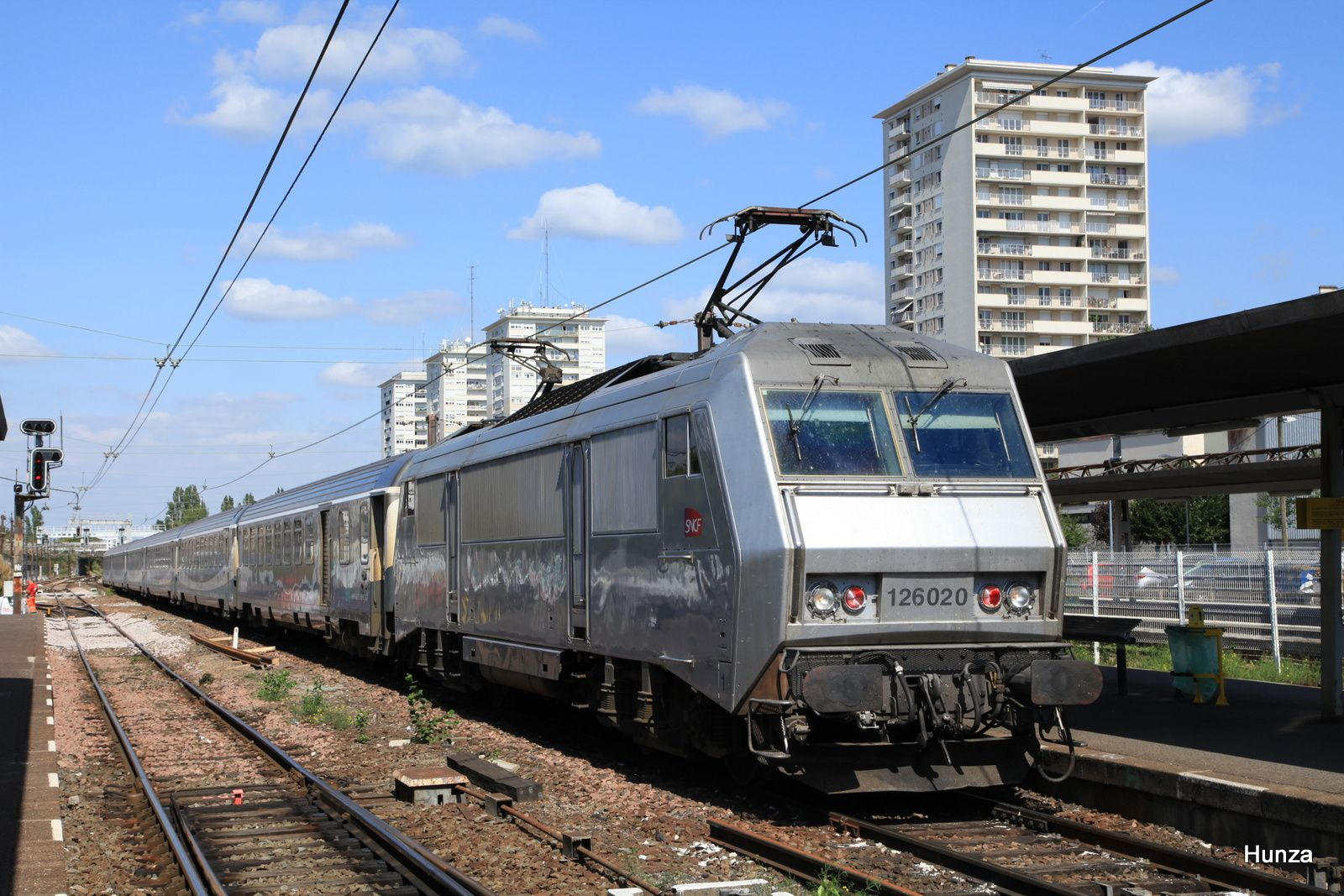 BB 126020 en gare d'Orléans en t^te d'un train en provenance de Paris (7 septembre 2015)